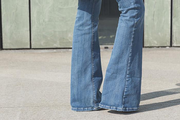 Flared Jeans und Cropped Flares: So stylen Sie diese Jeansformen