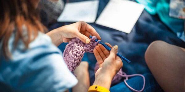 Häkeln, Stricken, Nähen: Warum Handarbeit wieder im Trend ist