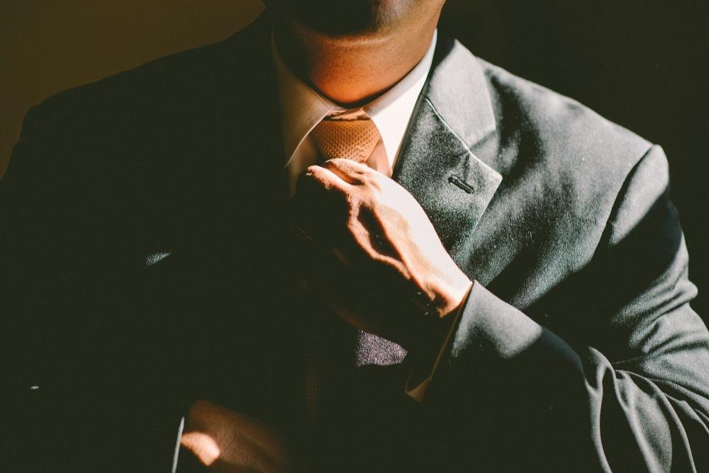 Mann mit Anzug