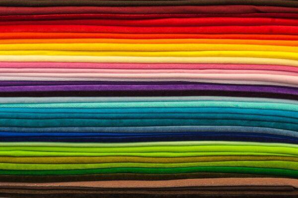 Textilien richtig pflegen: So haben Sie lange Freude an Ihrer Kleidung