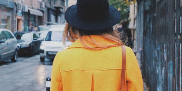 Lässige und trendige Freizeit-Outfits für die wärmeren Tage kreieren