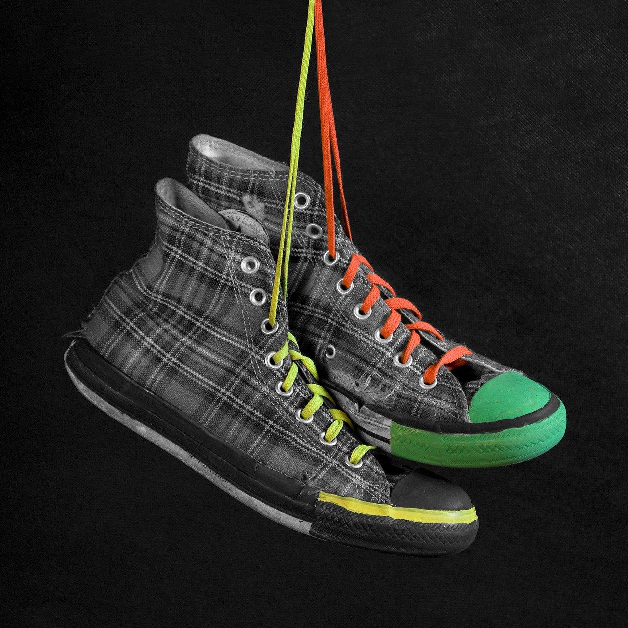 Sneaker aufpeppen: So wird der Schuh zum Unikat
