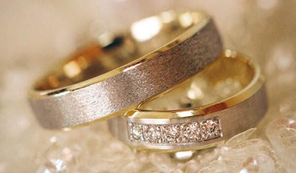 Welches Edelmetall passt am besten zu Ihnen? Klassische Trauringe für die Hochzeit